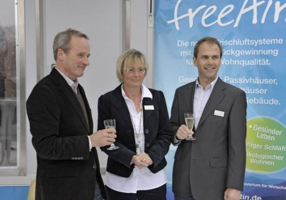 Eröffnungsfeier bei bluMartin: Die Geschäftsführer Bernhard und Elke Martin und Thomas Schally (v.l.)