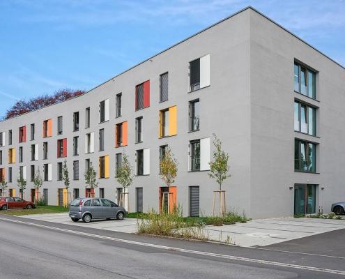 Straßenseite des Personalwohnheims Landshut