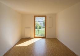 Unmöbeliertes Schlafzimmer mit Premium Cover rechts