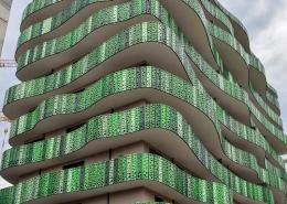 Seitliche Ansicht des neuen Apartmenthauses in Bozen