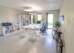 Innenansicht des hellen Büro der Architekten