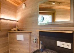 das luxoriöse Badezimmer wird mit frische Luft versorgt