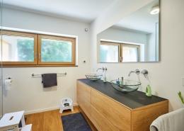 Saniertes- und modernisiertes Badezimmer mit kontollierter Wohnraumlüftung durch das freeAir 100.